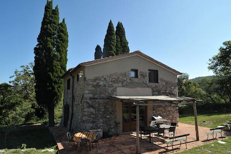 Farmhouse in the heart of the Tuscan hills - Calenzano - House