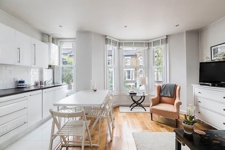Bright, light and elegant flat 5 mins from Brixton