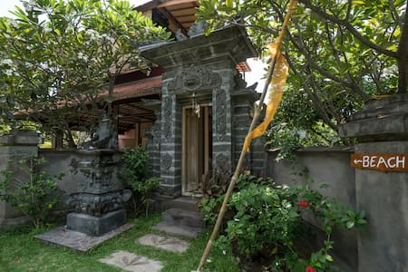 3 Buddha Double Bed - Gerokgak - Bed & Breakfast