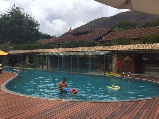 Chalé no mais TOP Condomínio/Resort de Itaipava ! - Petrópolis - Condominio