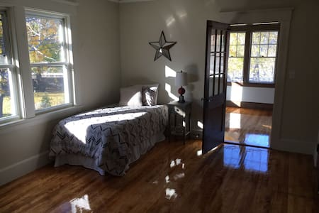 Private Room in newly renovated home - Worcester