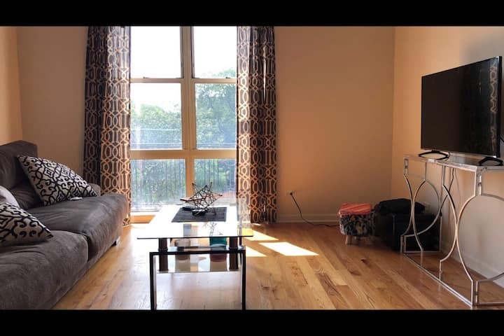 1 bedroom by the lake & 10 min away from downtown
