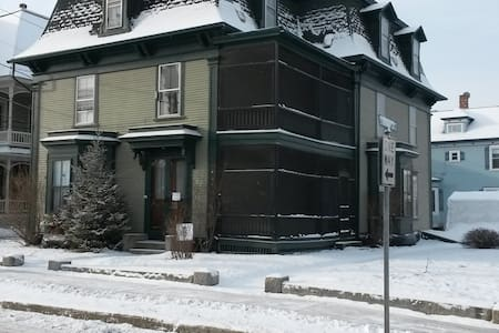 Big Green Victorian - Warm & Cozy - Newport - Leilighet