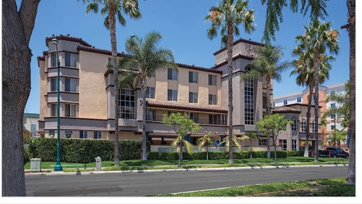 Anaheim -Peacock Suites