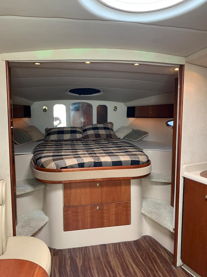 Sleep in LUXURY BOAT + optional private river tour