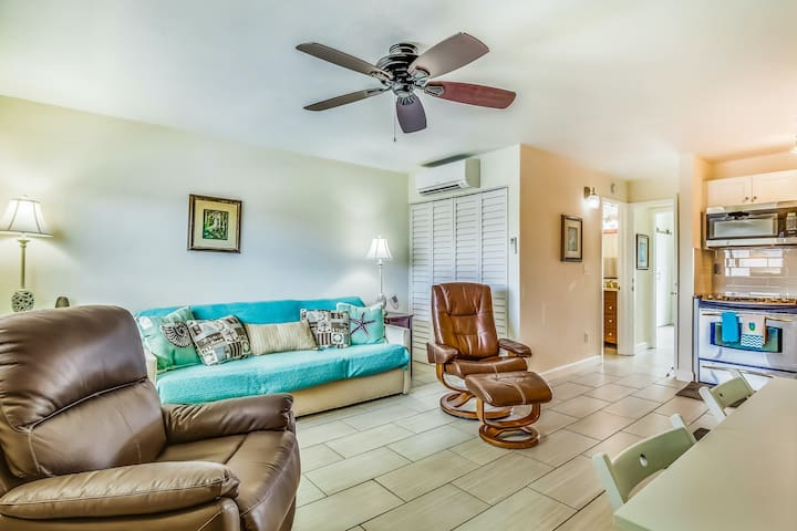 Comfortable, waterfront condo with balcony and partial AC - close to beach!