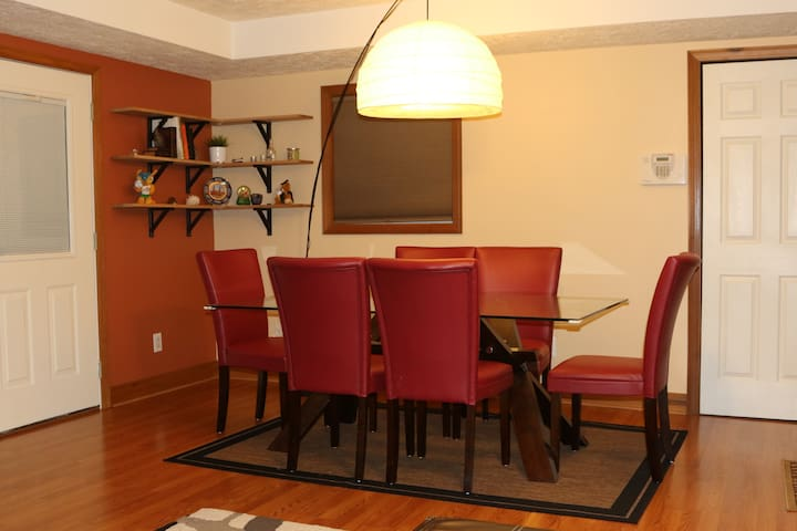 Private room + bathroom, 2 min from I64 - Dunbar - House
