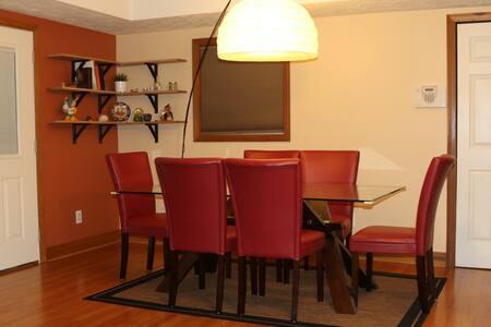 Private room + bathroom, 2 min from I64 - Dunbar - Rumah