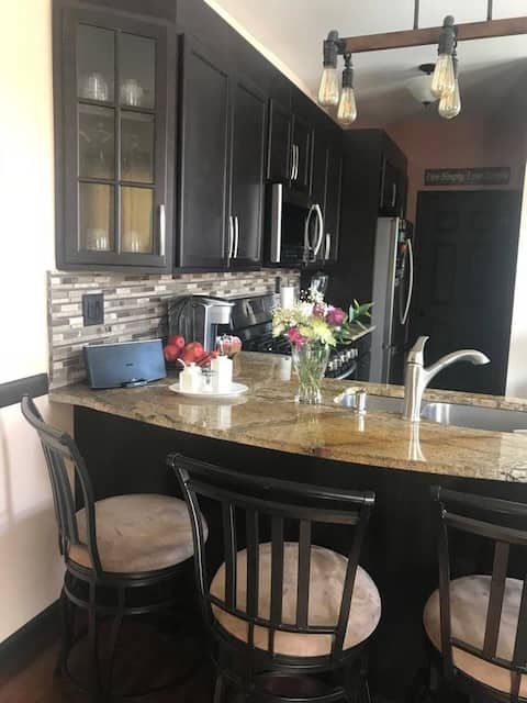 Cozy private apartment near Yale, UNH & the beach!