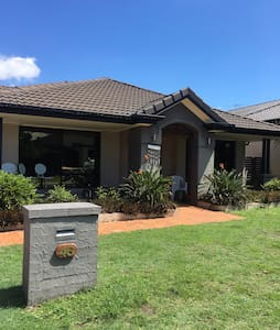 North Of Brisbane home with pool - North Lakes - Hus