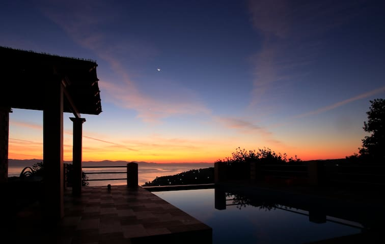 Red Rose Villa magnificent view