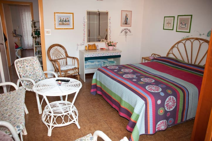 Casa Rosy, grazioso appartamento a 100 m. dal mare - Gaeta - Leilighet