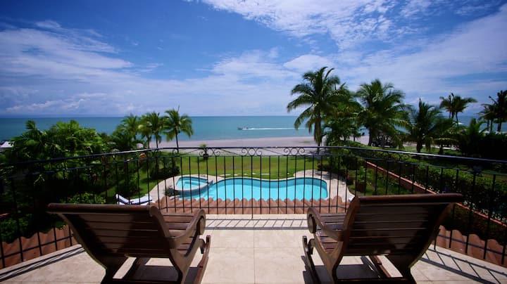 Casa Joya del Sol beachfront home in Buenaventura