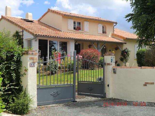 Chez FanDan - Nieuil-l'Espoir - House