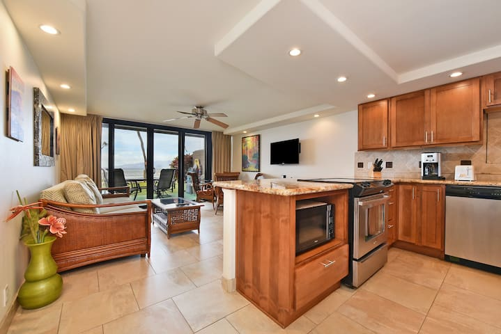 Ground Floor Paradise!Remodeled! 20Ft from Ocean!
