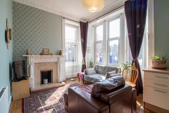 Bright,Cosy,2BR,Ground Floor West End Apartment