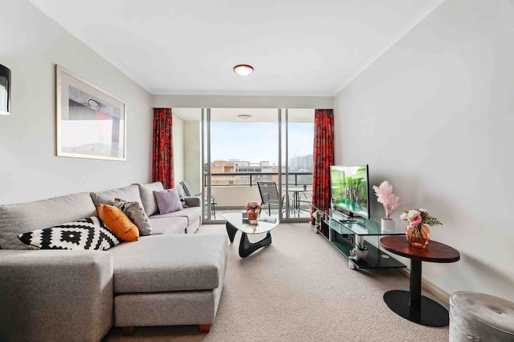 DARLING HARBOUR 2 BEDROOM APARTMENT WITH CITY VIEW