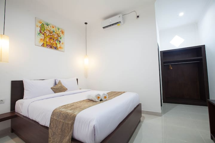 Lovely budget room in the heart of Seminyak
