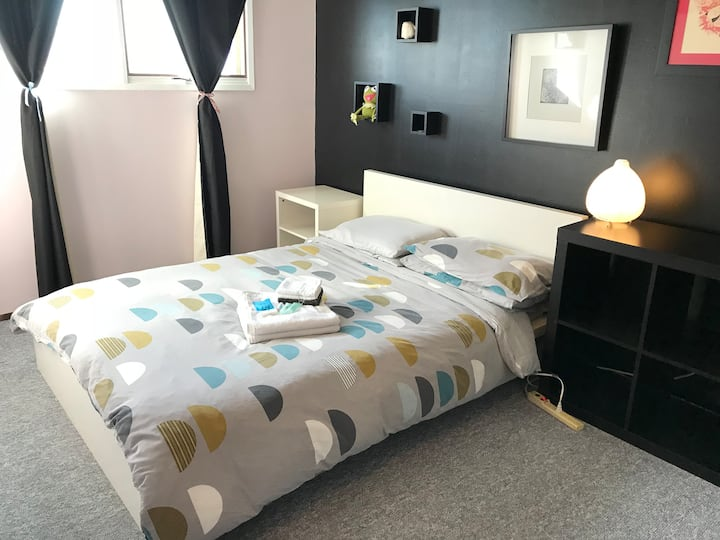 Couture Room 6min Walk to PLC Hospital & CTrain