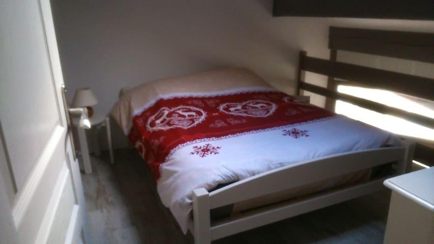 chambre avec lit en 140 x  190