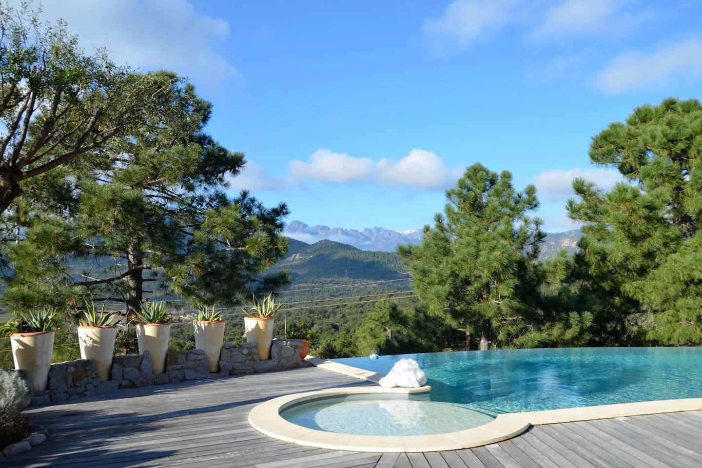 Vue de la terrasse  de la piscine à partager avec les propriétaires