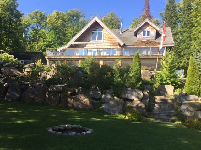 Waterfront Log Home in Haliburton