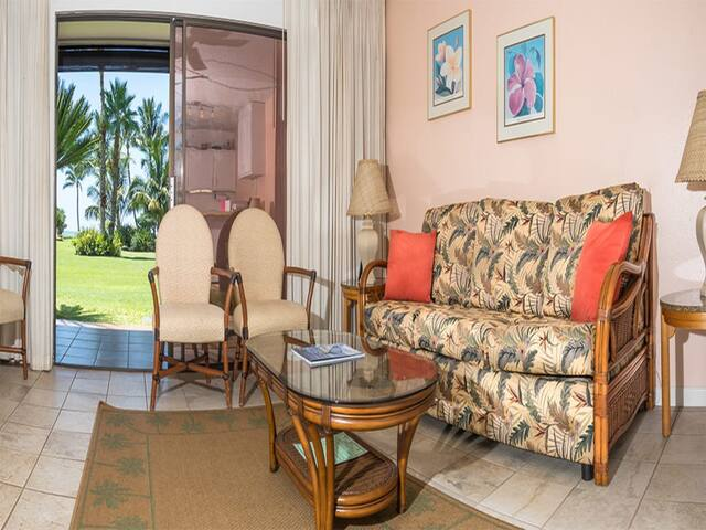 Live Local Style! Private Lanai, Ocean View, Kitchen, Flat Screen TV+Ceiling Fans–Molokai Shores 119