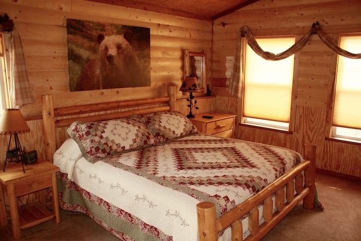 Rustic, Unique, Comfortable Cabin