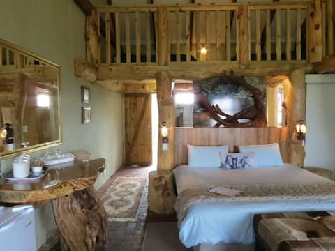 T'Niqua Stable Inn - Luxury Stable Suite 2
