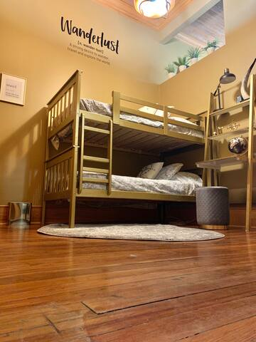bedroom 6 - bunk bed foyer