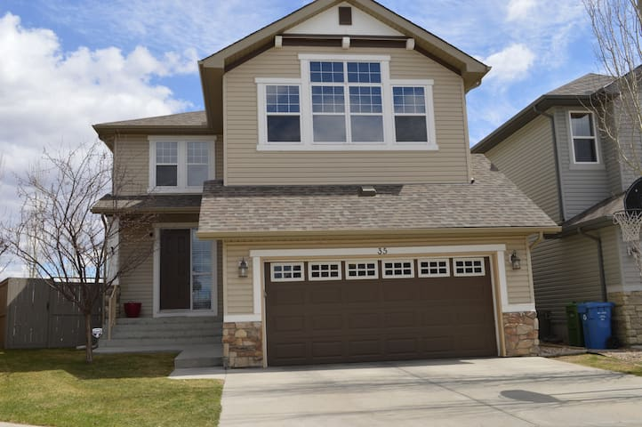 Large Home In A Beautiful Southeast Lake Community