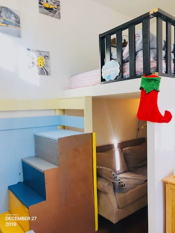 Rainbow loft private entrance studio