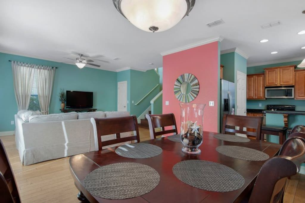 Open kitchen, dining area, and living room on 1st floor