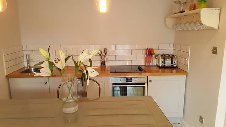 First floor apartment 2 mins walk from the sea