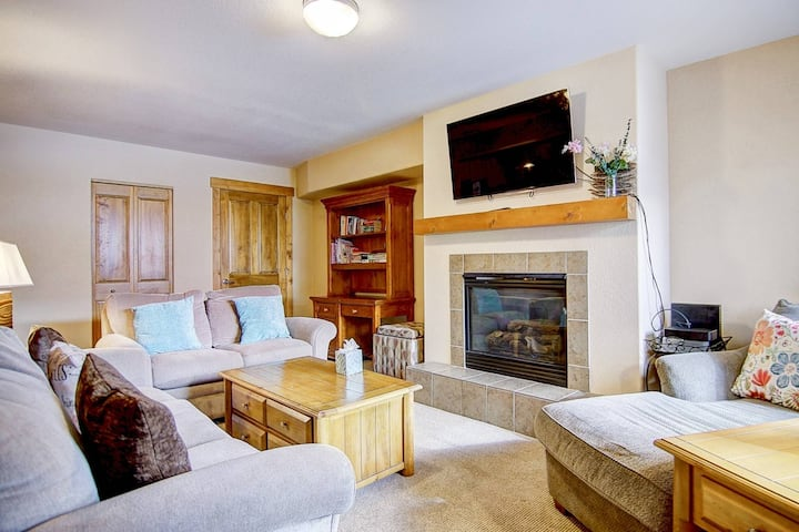 Downtown Great Value Just Listed! Free Bus to Ski, Steps to Everything, Private Entrance, Fireplace