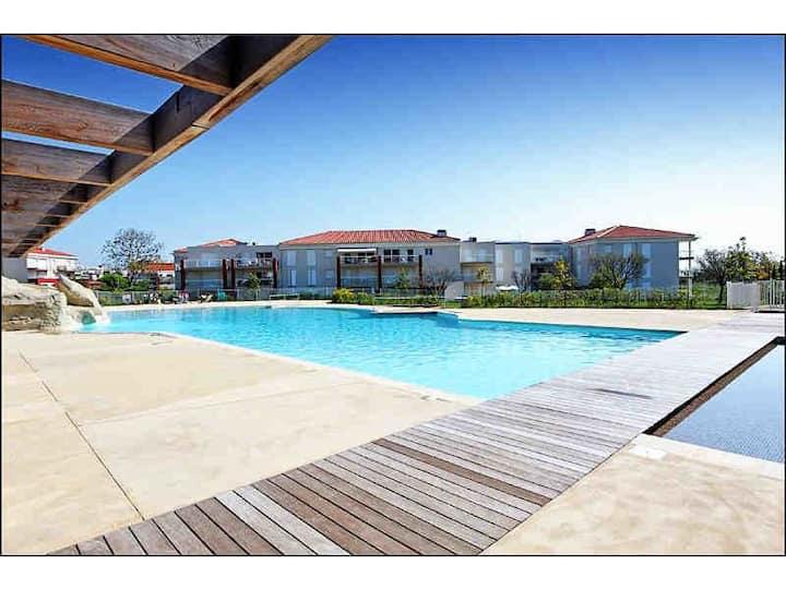 Trois pièces, piscine, vue mer, accès plages