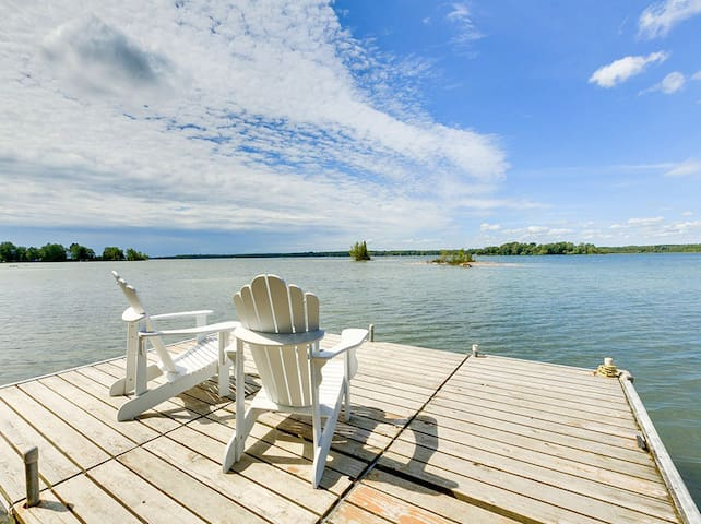 Islandview Waterfront Cottage - Lake Couchiching