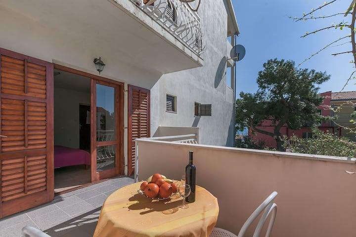 Appartement Au bord de mer, Studio, 200m du centre, à Lokva Rogoznica, Le balcon