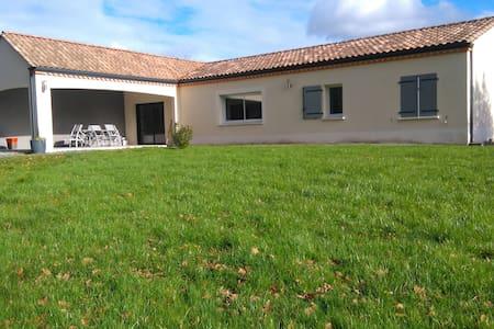 maison de plein pied à Montazeau