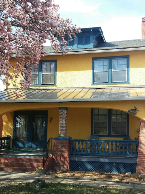 Charming upstairs ginter park apartment apartments for 3 bedroom apartments richmond va near vcu