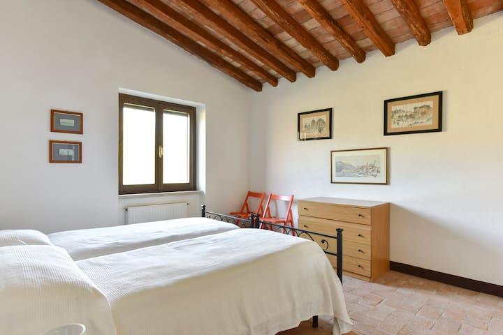 Charming farmhouse between Umbria, Lazio & Tuscany - Orte - วิลล่า