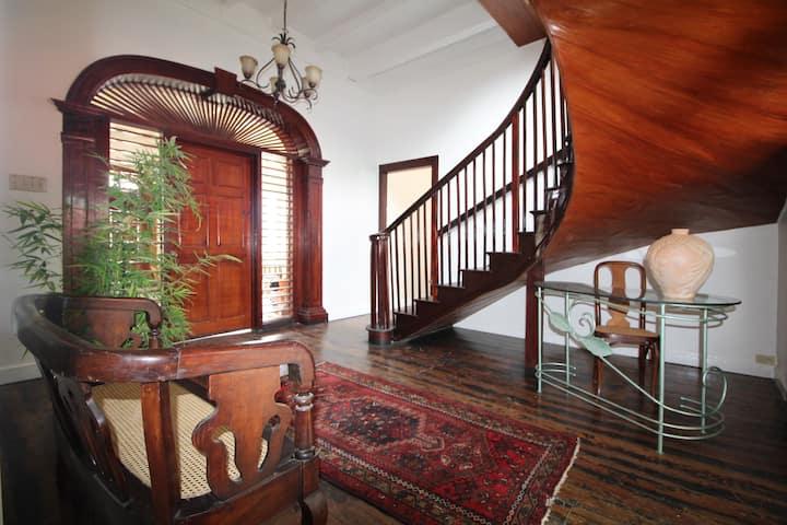 Mobay Kotch - Quad. Room