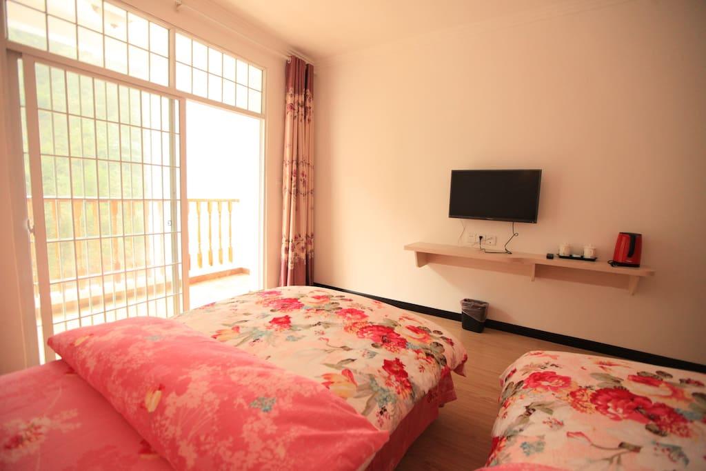 标准的客房,温馨的床单,舒适的住房体验,象家一样温暖。