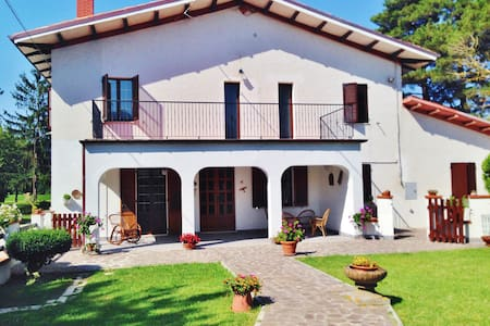B&B Villa Incrocca - Cerreto D'esi - Penzion (B&B)