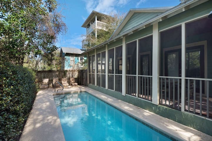Charming Beach Cottage-Private Pool-Screened in Porch-Walking Distance to Shops and Restaurants