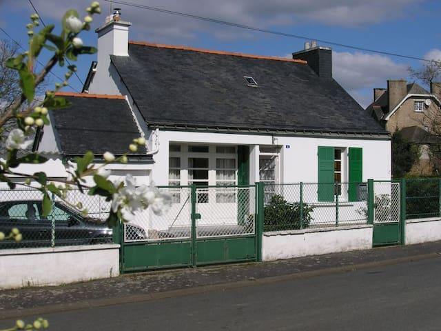 Maison bretonne avec grand jardin