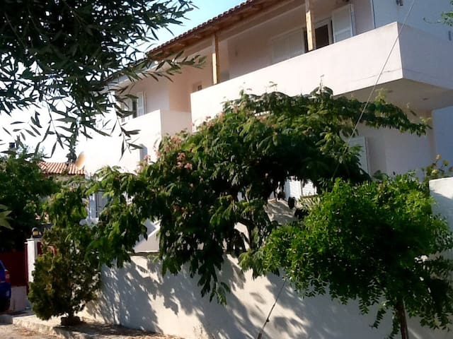 Floor apartment near the sea - Porto Rafti - Apartment