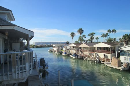 Canal Waterfront Fall/Winter Sea Cottage! - Port Isabel