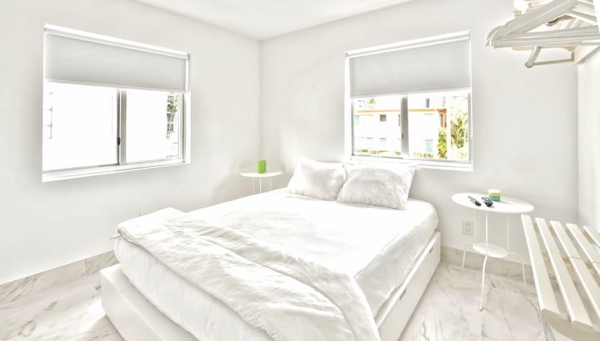 Jr. Designer Two Bedroom w/Full Kitchen  Sleeps (6)   No Cleaning Fee - D