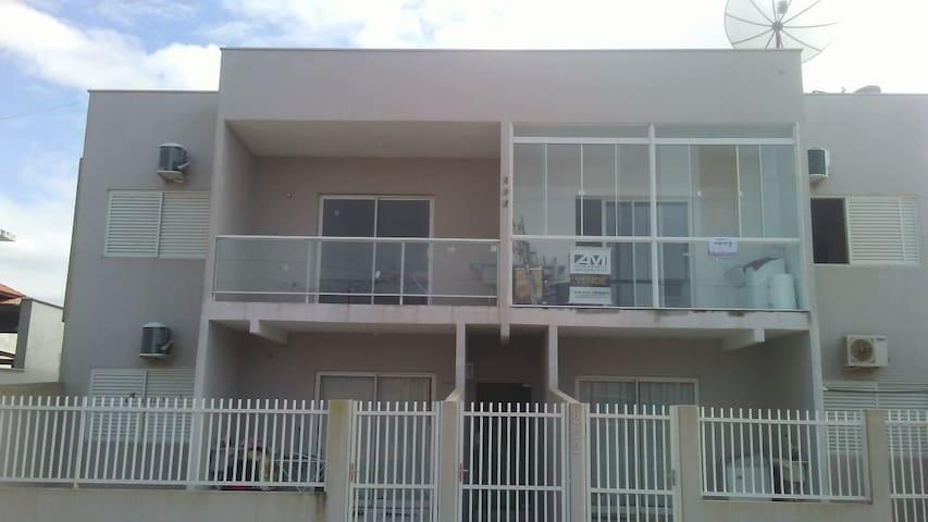 Apto Mobiliado TÉRREO 2 quartos, Praia Grande, SC